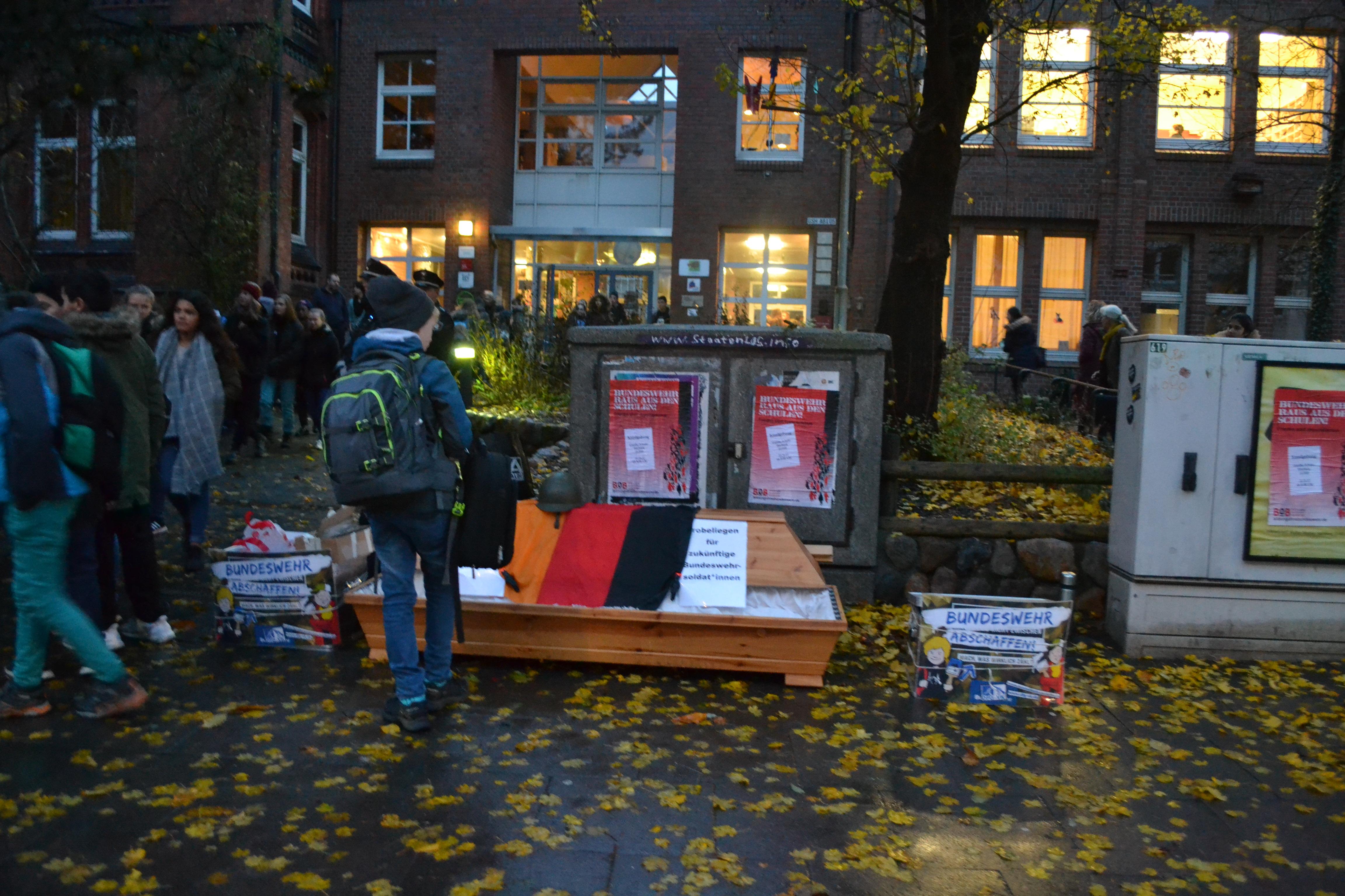 Goethe Schule Harburg bundeswehr raus aus der goethe schule harburg kraftvoller protest